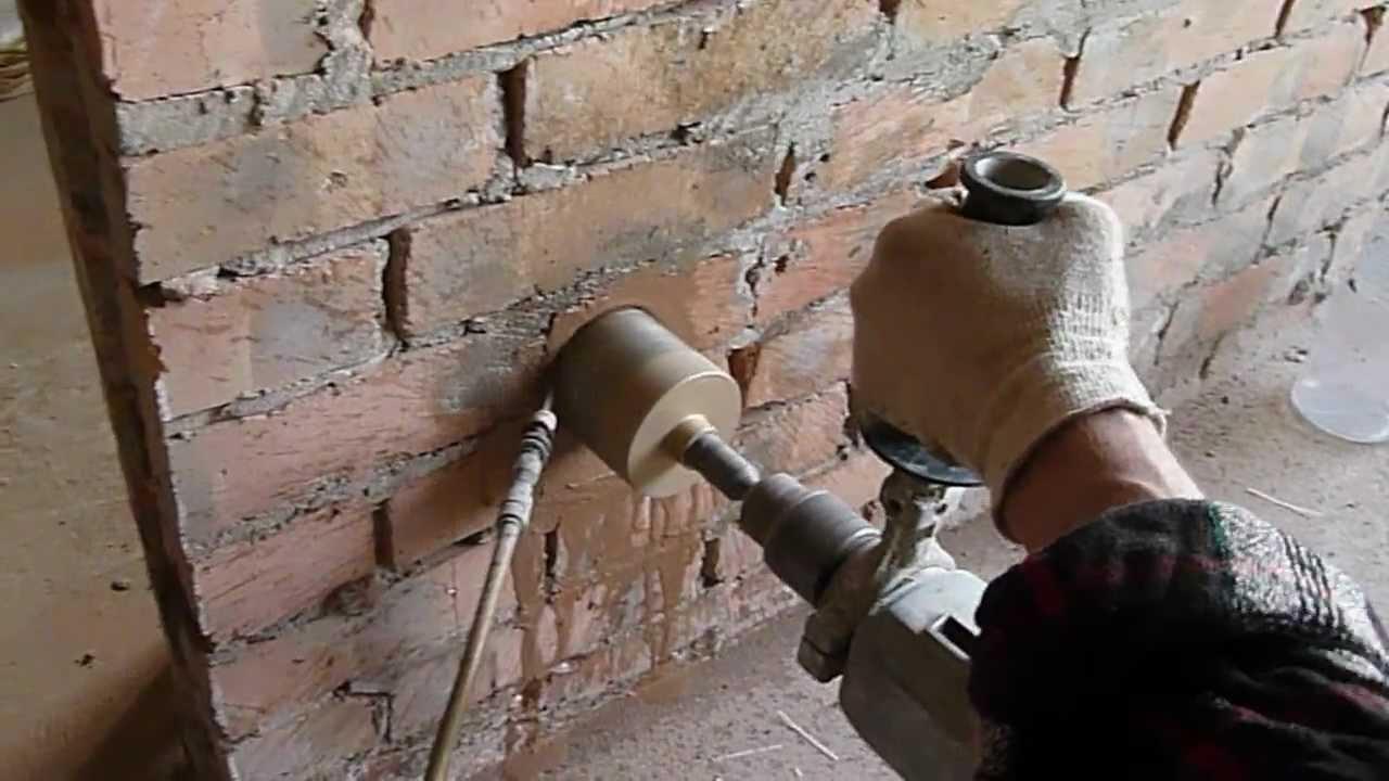Отверстия под розетки в кирпичную стену