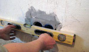 разметка при помощи строительного уровня